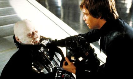 Darth-Vader-dying-with-Luke-800353
